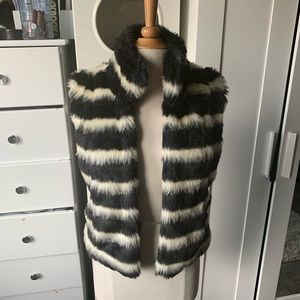 Members only// striped faux fur vest size small